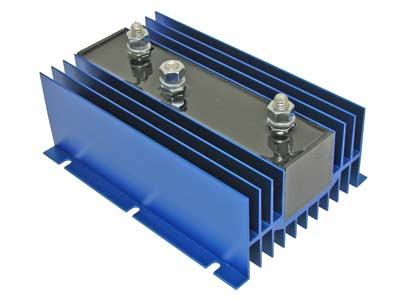 Akumulatoru releji un Akumulatoru izolatori